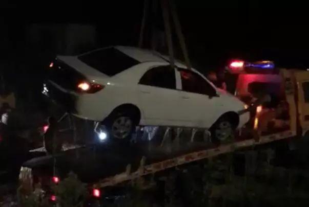 泸州男子驾车斜坡熄火未制动,不慎滑进长江