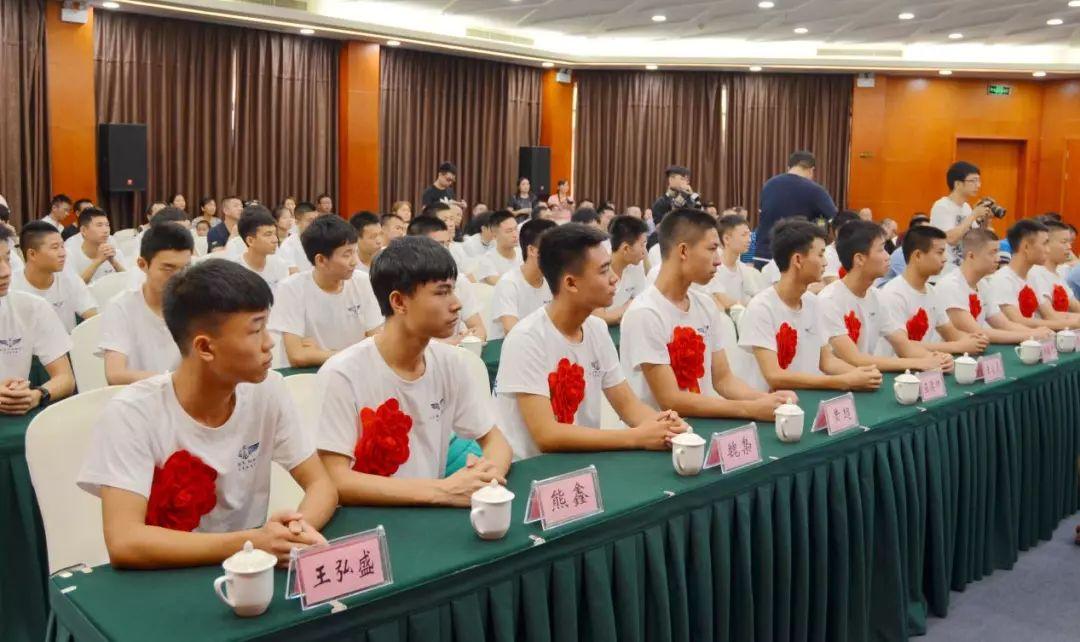 泸州空飞今年录取11人连续6年居全省第一