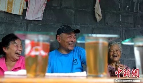 入伏啦!冷饮、冰淇淋、大西瓜、冰镇啤酒......NO!这些夏日饮食宜忌常识请收好!