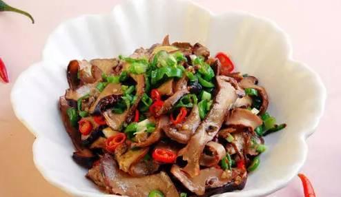 萍乡美食做法——腊芋头炒腊肉