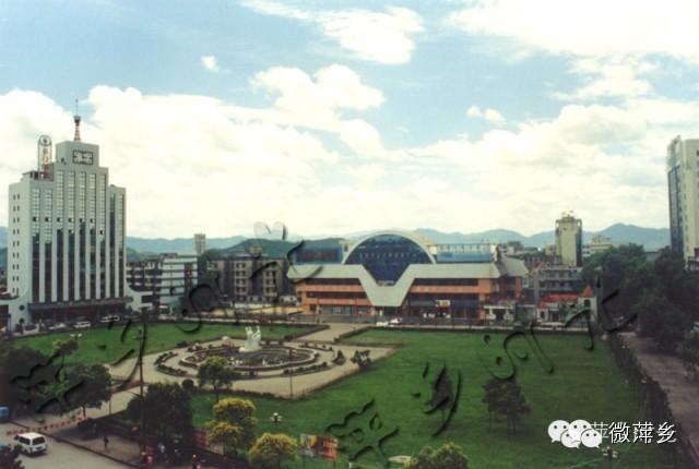 萍乡记忆-城区过去和现在照片对比!你还记得绿荫广场上的三位仙女吗!