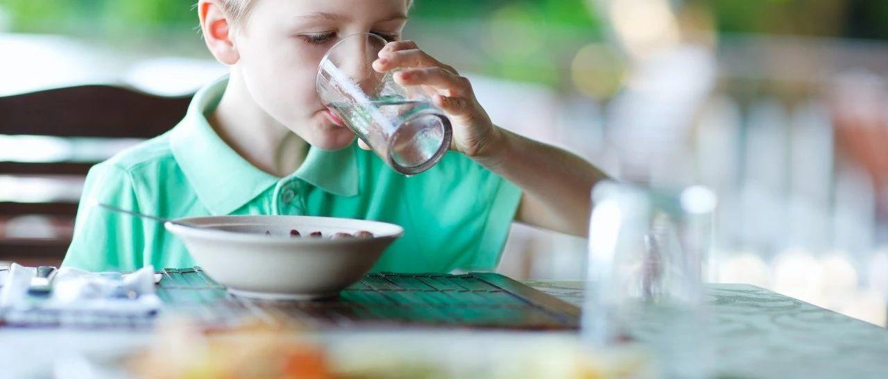 吃�到底能不能喝水?喝��呢?���h�@么多年,�K于有答案了...