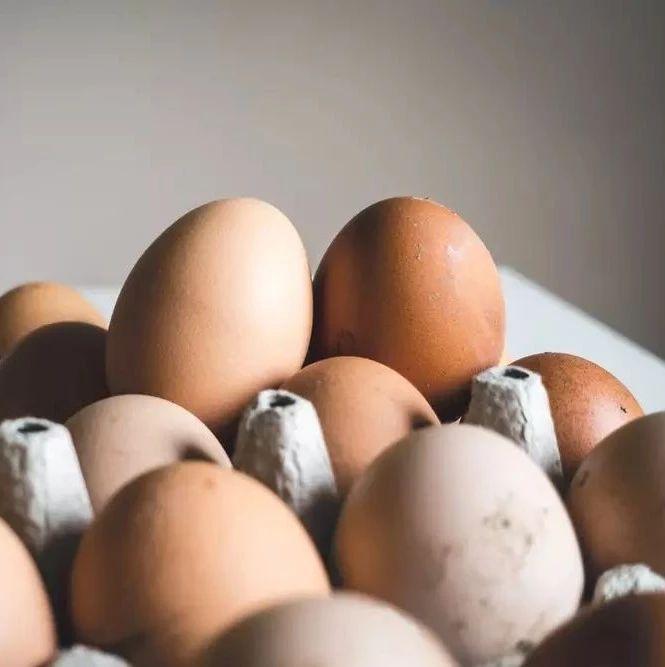 鸡蛋壳长斑点,还能不能吃?这4种鸡蛋,劝你赶紧丢了