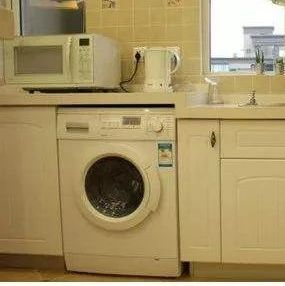 洗衣�C竟藏著污垢�_�P!�y怪衣服越洗越�K!阜��人快看看你家的洗衣�C干���?