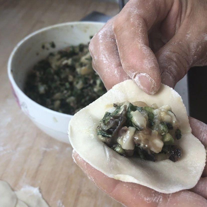 胶东家常美食之扇贝韭菜肉丁水饺,是怎么做出来的?