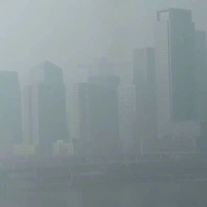 【�P注】今冬首��重污染天�恻S色�A警�l布|流感��大�模爆�l�幔�