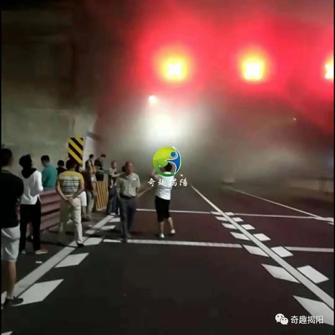 深圳牌轿车莲花山隧道撞上揭阳牌轿车起火?事发地搞错了!