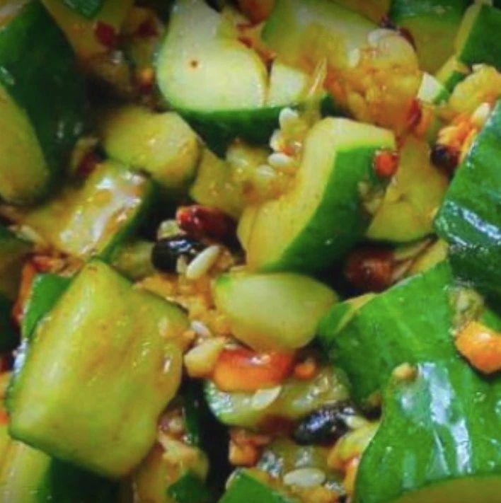 ※饭店凉拌黄瓜为什么特别好吃?原来是有这个窍门,最后一步很重要