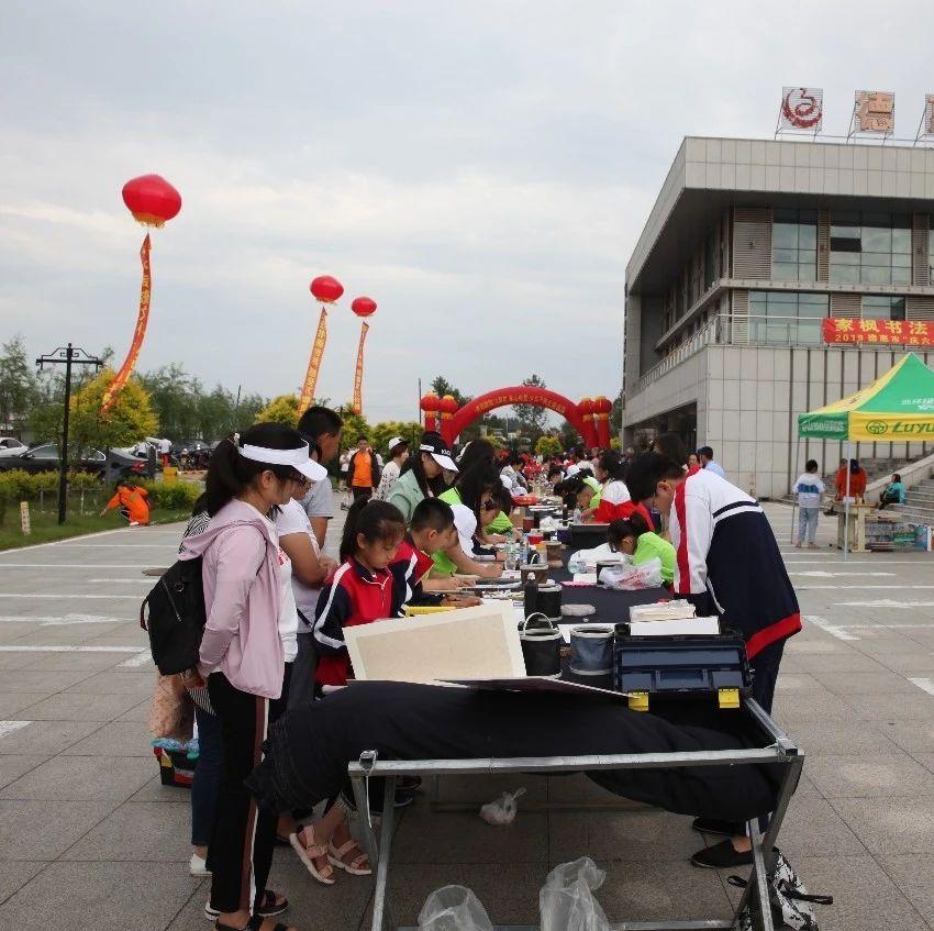 少儿书画大赛在市文化馆开赛