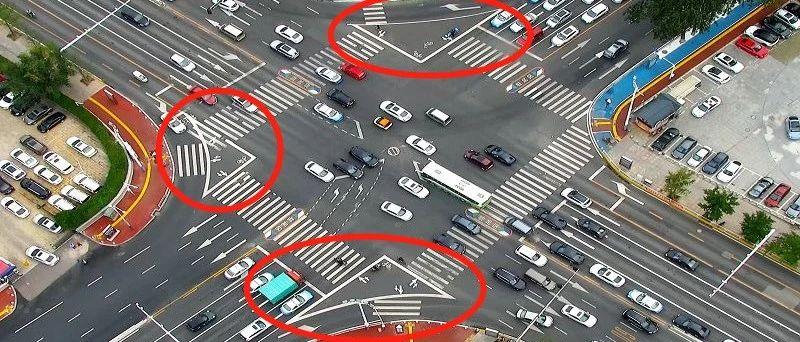 速看!烟台市区13个路口新增右转标线交通岛!