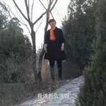 昨晚,都在看这个吊树上的女人!