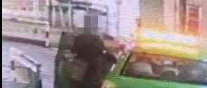南昌西站出租车何林深深候客通道!一名的哥被偷..全被拍下来了……
