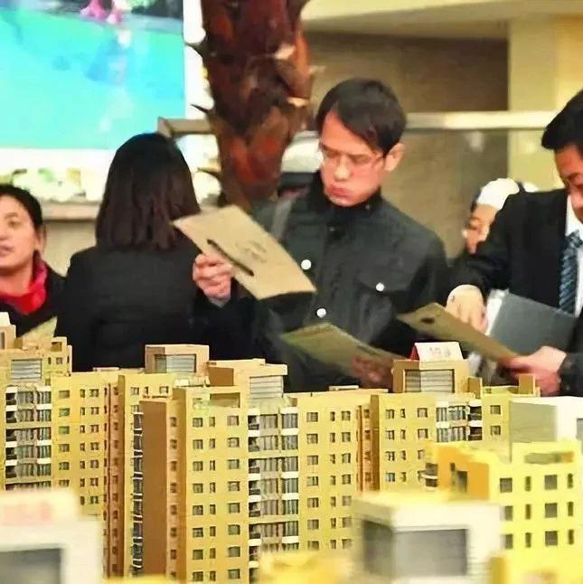为什么县城的房子明明卖不出去,开发商却还是拼命涨价呢?