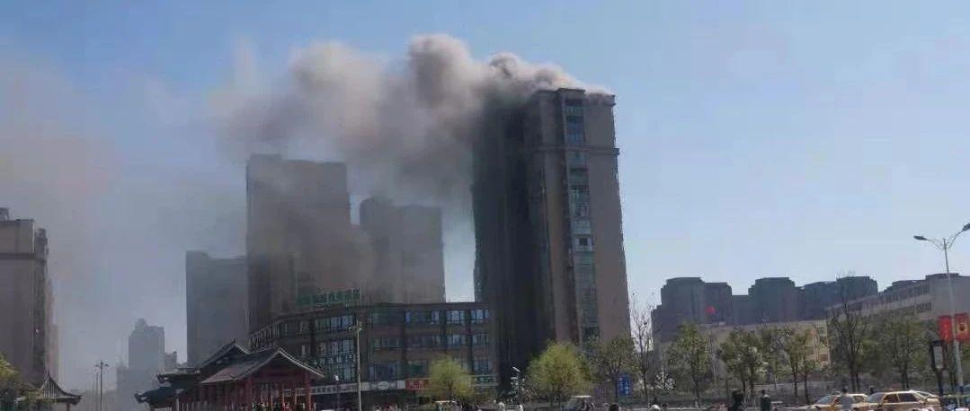昨天下午!金寨江店金桂苑小区一栋楼突发失火,现场视频流出…