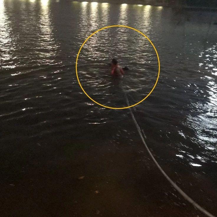 年�p小伙跳湖�p生,九江民警散步途中下水救人