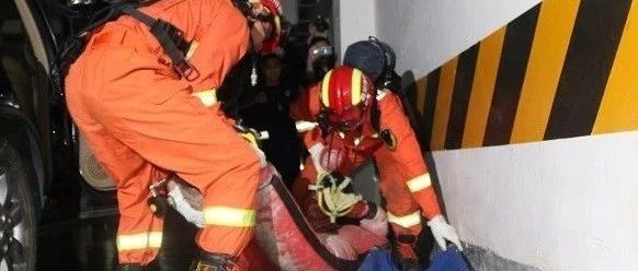 宜宾某地下车库突发大火,一男子被困!南溪人这件事不能做!