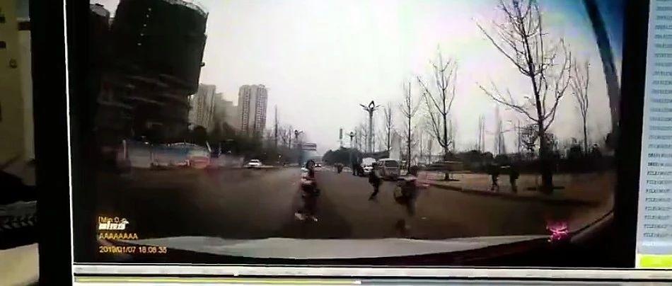 痛心!南溪小孩过马路被撞飞,当场死亡!行车记录仪还原全过程!