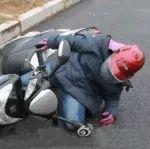 卢龙很多人又这样骑电动车了,小心要了你的命啊!