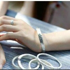 女人常戴银手镯,竟然会这样!越早知道越好