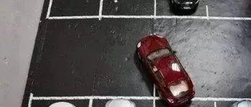停车为什么要车头朝外?不是开玩笑,关键时刻能救命!