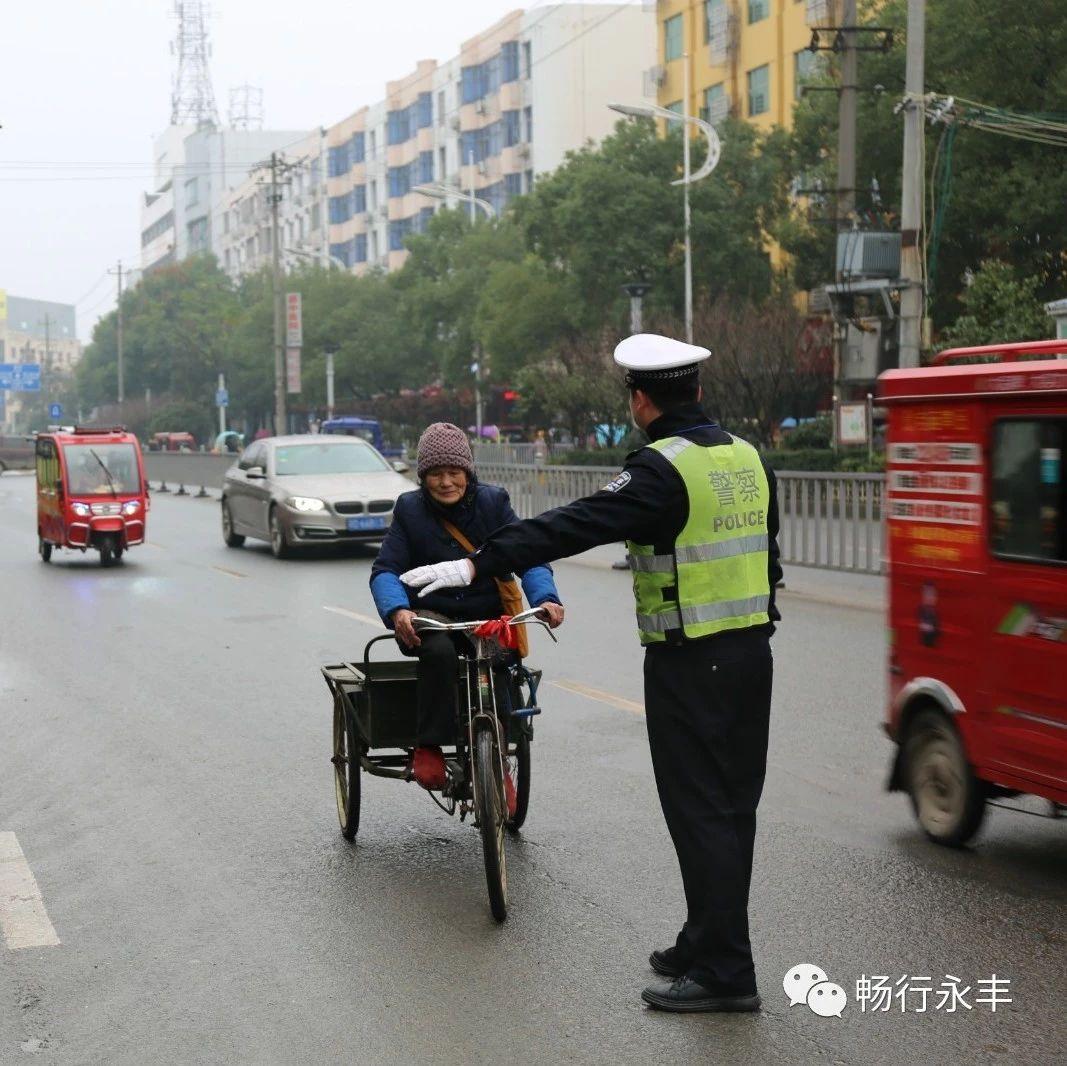 【交通】春节将至,安全第一!YB亚博体育网页版登录交警开展春节前交通安全宣传活动