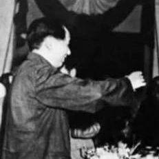 """第一个喊""""毛主席万岁""""的人"""