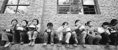 永丰人,还记得那些年在学校背米带菜的日子吗?