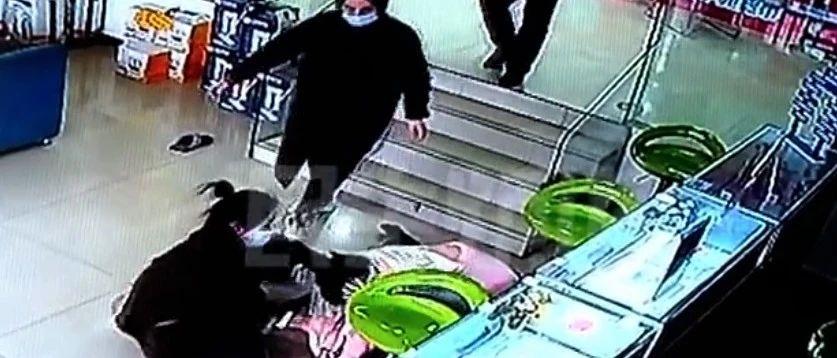 郑州港区女子怀孕6周到电信办业务时遭三人殴打?