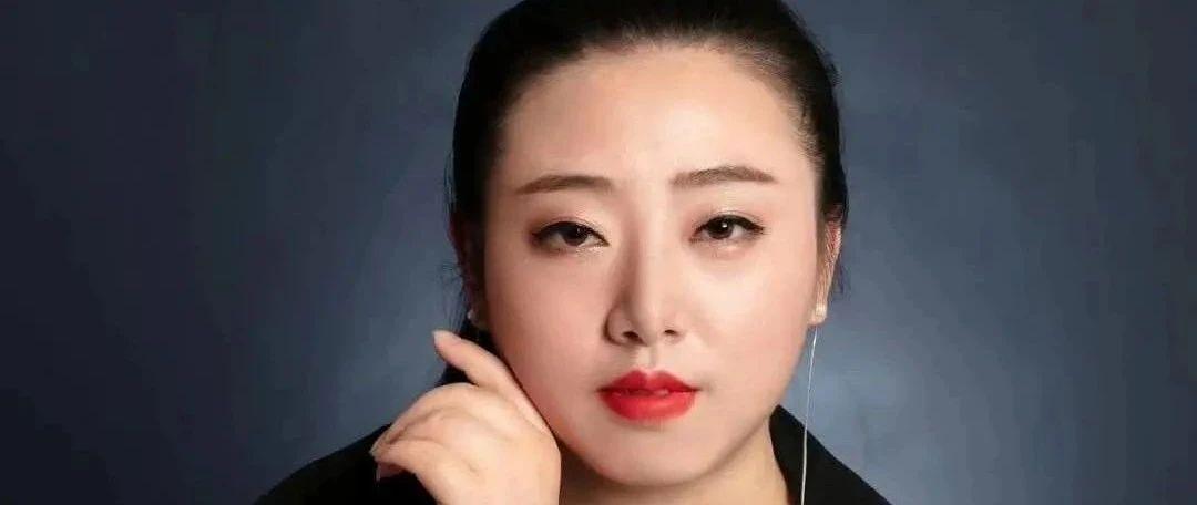 美女化妆师李茗
