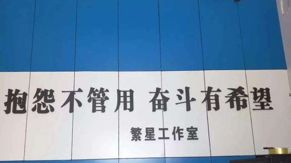 光山县肢体残疾人冯明洋带领残疾人贫困户进行电商创业的?#24405;?#25253;告