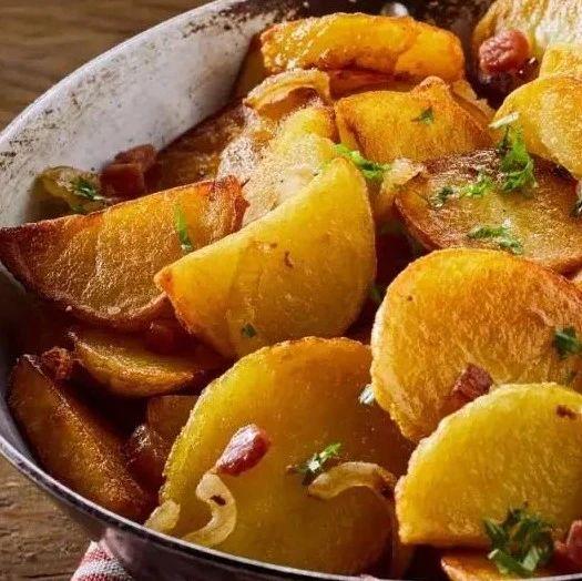 【明天吃什么】香辣过瘾的干锅土豆片,吃完让你回味无穷~
