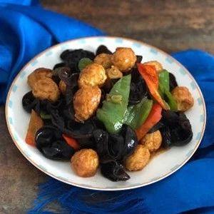 木耳炒鹌鹑蛋:营养丰富,味道一级棒