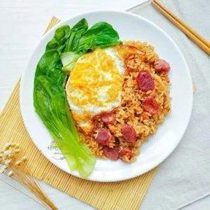 腊肠多多饭:每一粒米饭都香气十足,让人欲罢不能