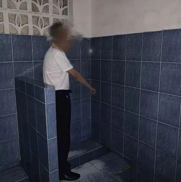 高淳一男子在公厕持镜窥?#33050;?#23376;如厕被拘留,蜀黍:侵犯个人隐私权!