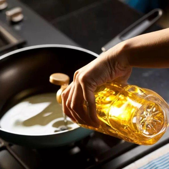 【生活常识】植物油比动物油更健康?错!6个用油误区毁身体!