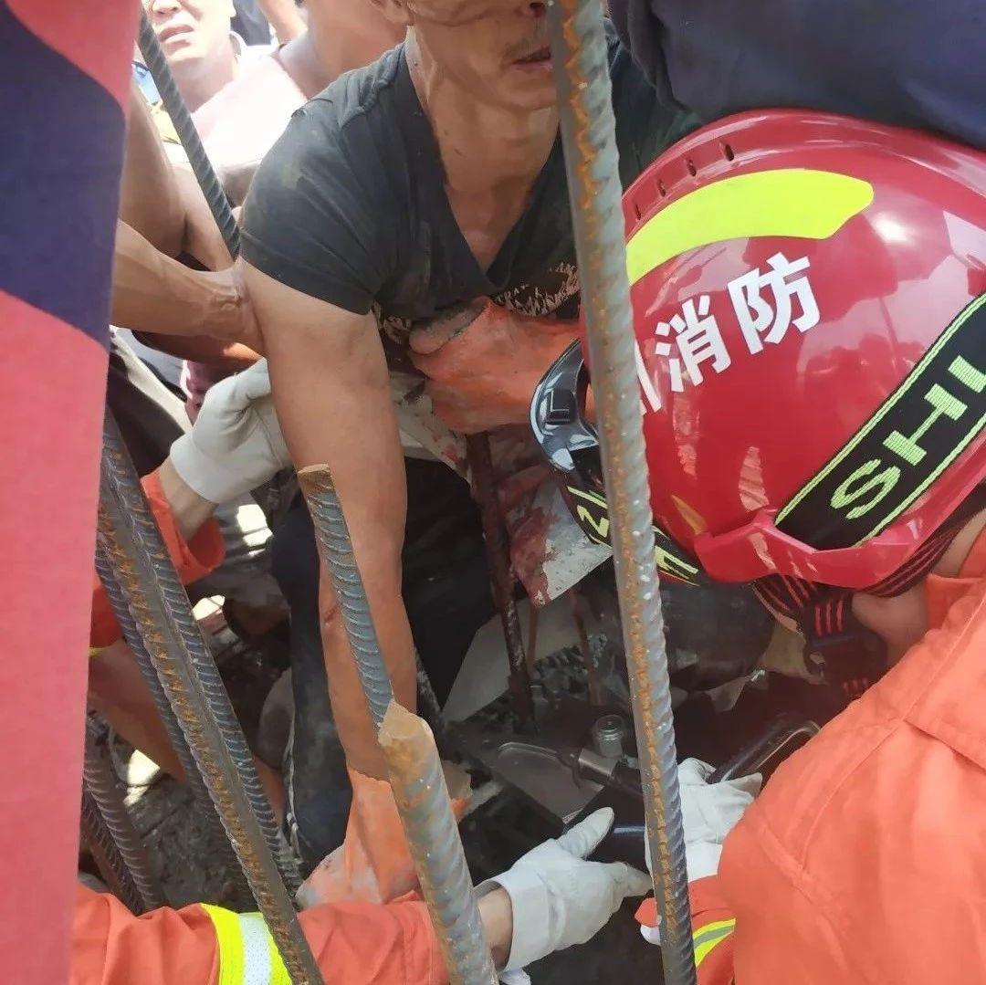 惊险!内江一工人不慎跌倒被钢筋刺入胸膛,消防、医生开展生死大营救