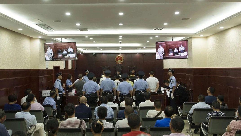泸州叙永7人涉恶团伙公开审理,警方曝光抓捕视频!
