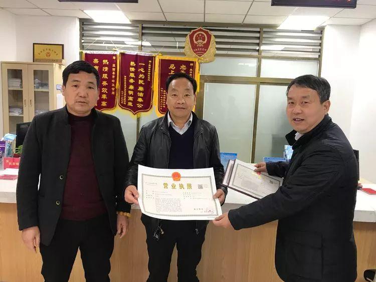 蓝田县市场监管局发出我县首张新版营业执照
