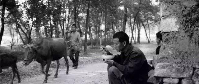 一组邹城农村30年前吃饭的老照片,瞬间刷爆朋友圈!