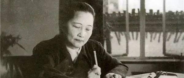 她自己没有子女,把全中国的少年儿童当作自己的孩子