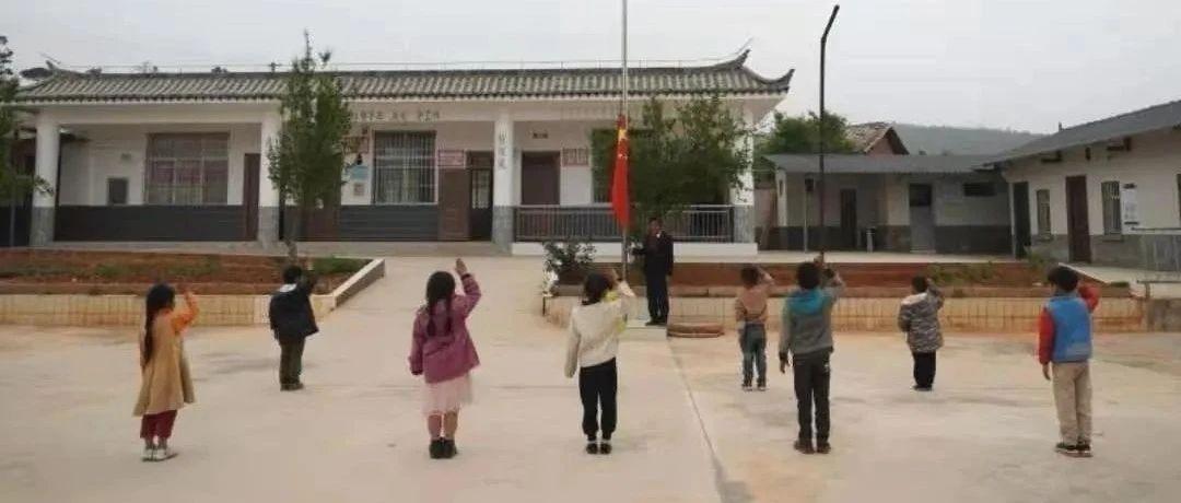 """""""一个老头子领着十个小娃子"""",从教36年来没有一个学生辍学"""