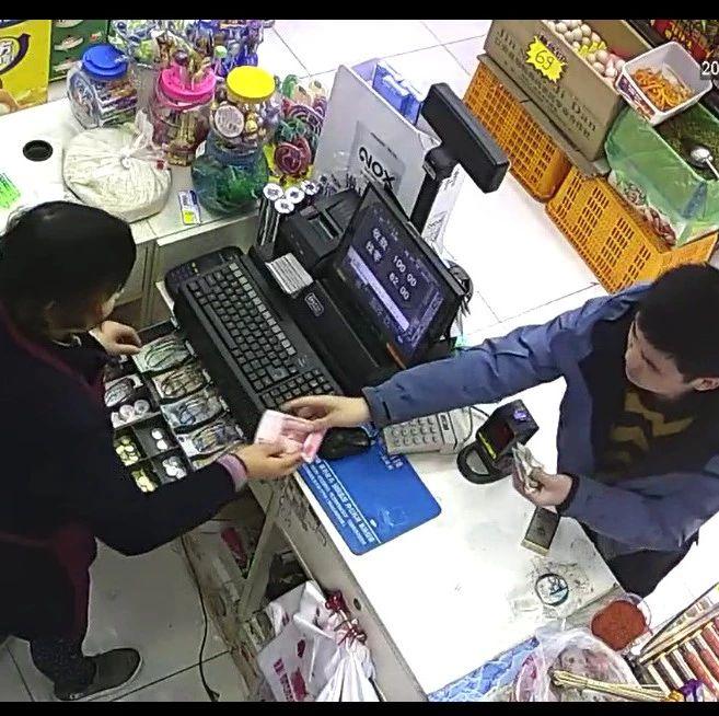 视频曝光!南溪这2个男子进店,秒骗走200元,太可恶了!
