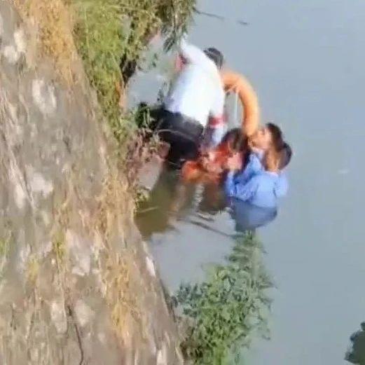 女孩轻生落水,民警跳河救人
