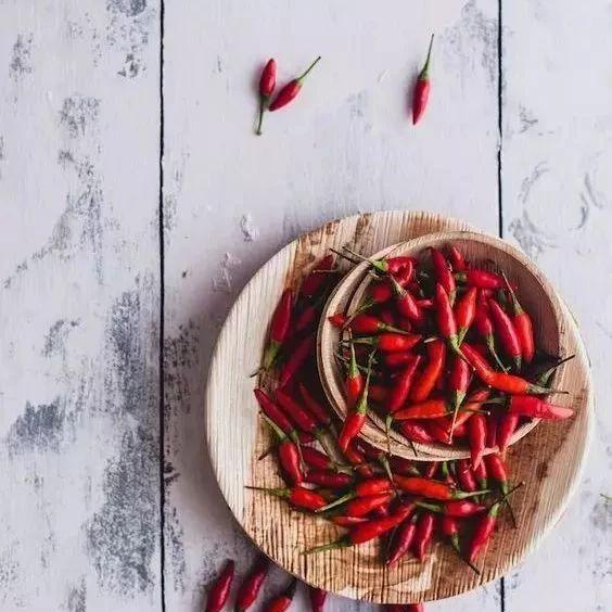 这种辣椒千万不要买,毒性等于砒霜,家里有的赶紧扔!