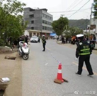 山阳阮某未戴头盔醉酒后驾驶摩托车驶出路外,不幸撞到排水沟边沿死亡!
