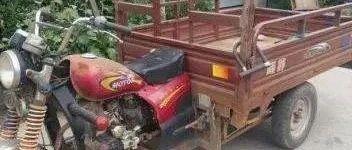 悲剧!山阳一七旬老人骑三轮车帮忙拉家具,半路翻车致一人死亡.......