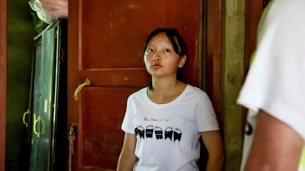 母亲聋哑、父亲刚出狱,宜宾这个靠借贷款上大学的女孩