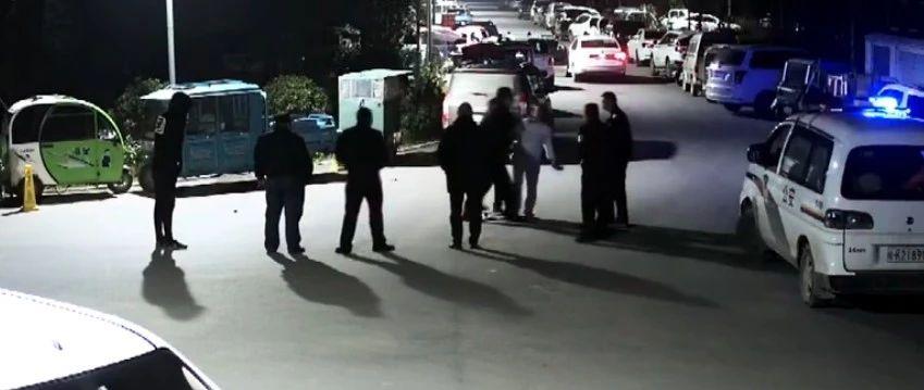 太和一醉酒女子小区亲热疑被打扰,肆意殴打他人还脚踹民警被拘留!
