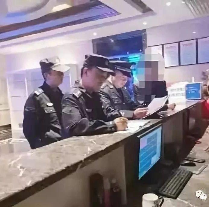山阳警方连夜检查125家行业场所,整改隐患32处