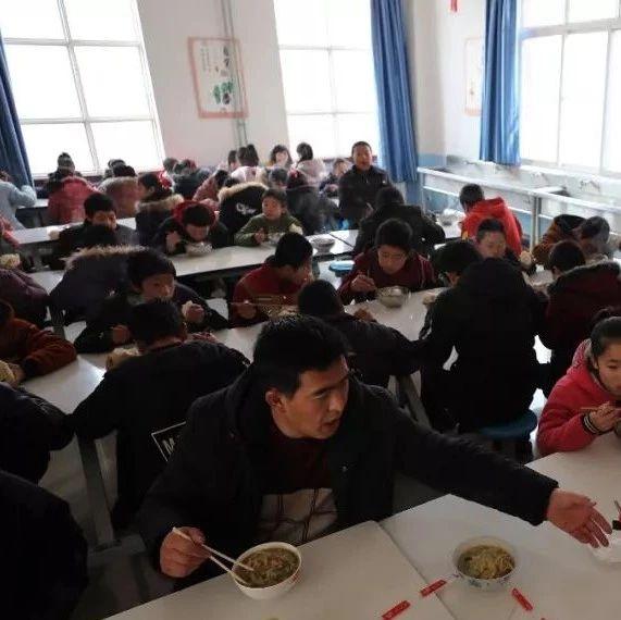 中小学幼儿园校长陪餐制度来了!4月1日起执行!